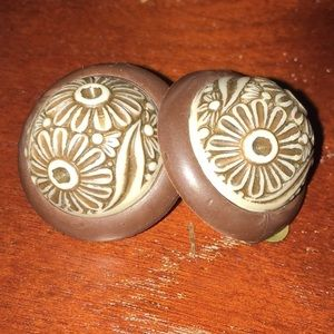 Jewelry - Vtg rustic round flower clip-on earrings